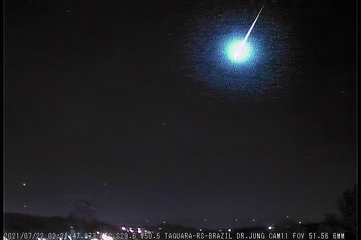 Dois meteoros de alta magnitude explodem nos céus do RS; veja vídeo