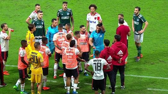 Árbitro destaca na súmula confusão com seis expulsões no empate entre Palmeiras e Fla