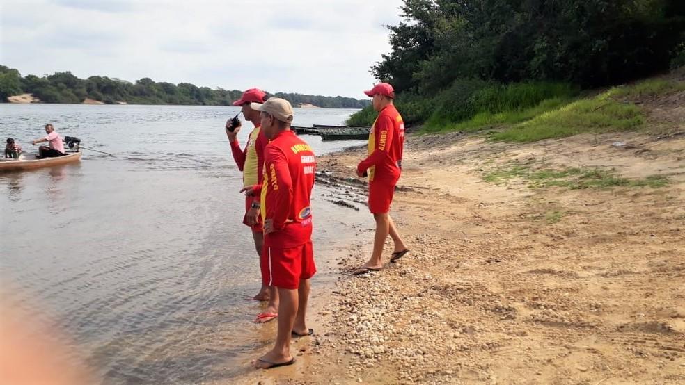 Bombeiros fazem buscas por avó que desapareceu em rio após tentar salvar a neta — Foto: Divulgação/Corpo de Bombeiros