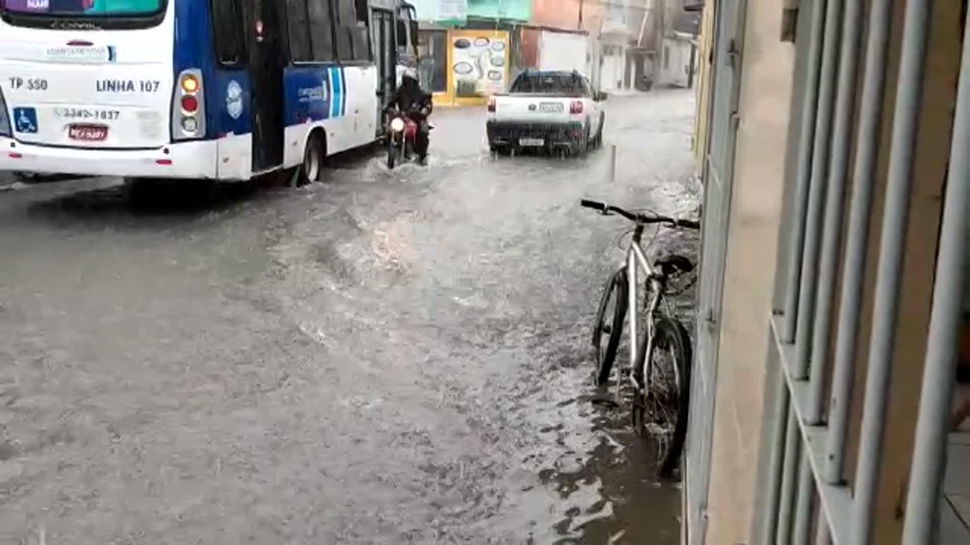 Pernambuco tem 208 desalojados e 23 desabrigados devido às chuvas