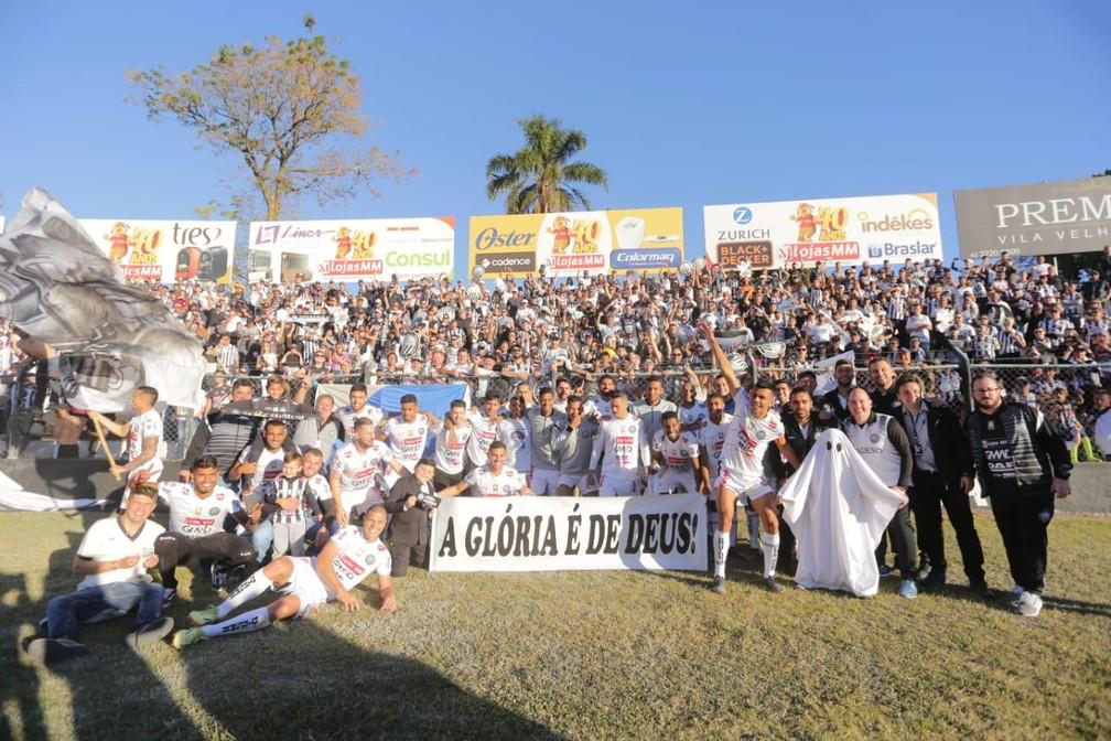 Operário-PR garantu o acesso à Série B após vitória sobre o Santa Cruz em casa (Foto: José Tramontin/OFEC)