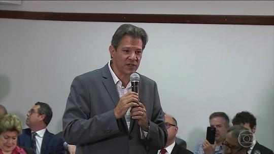 Haddad recebe apoio de advogados e juristas e entrega ao TSE novo plano de governo, sem proposta de constituinte
