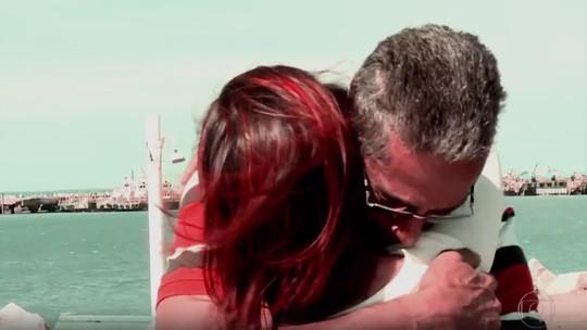Pai reencontra filha no 'Caldeirão' após 30 anos de separação