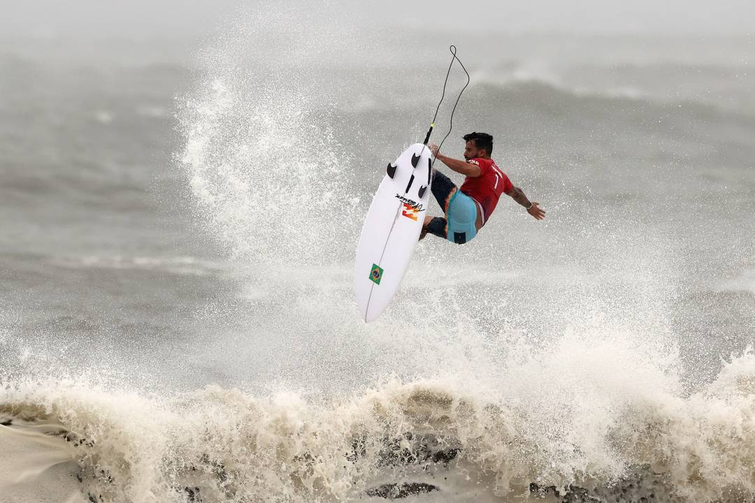 Ítalo Ferreira garante vaga na semifinal do surfe em Tóquio 2020