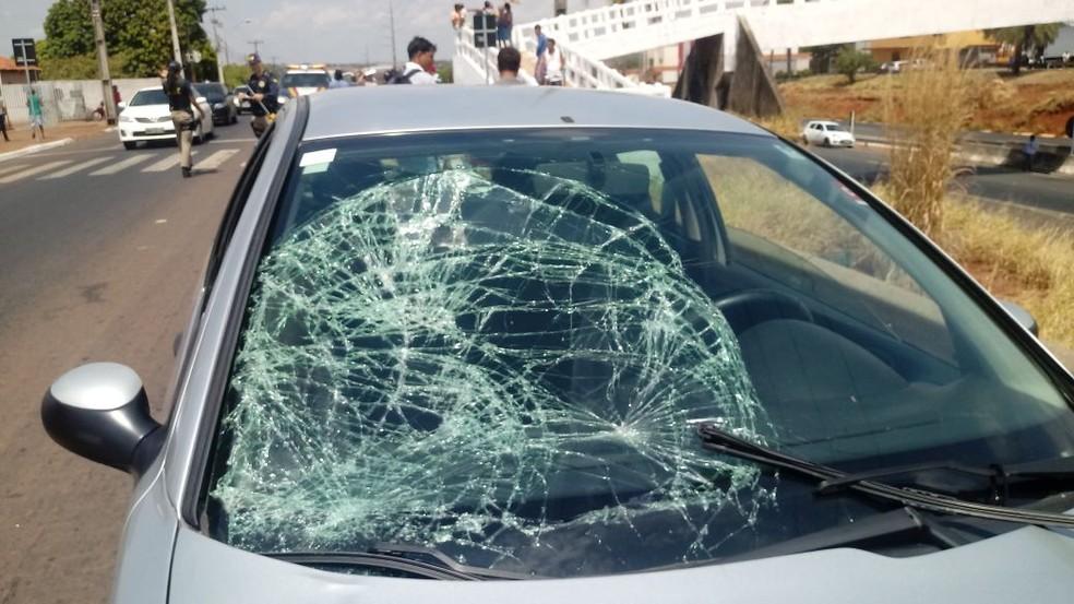 Idosa morreu no local após ser atropelada (Foto: Fábio Dione/Divulgação)