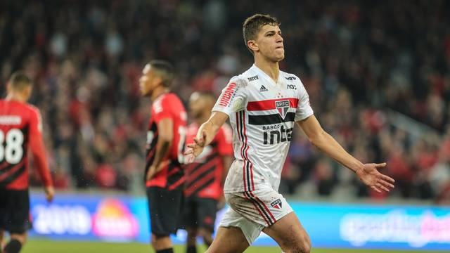 Vitor Bueno comemora o gol do São Paulo