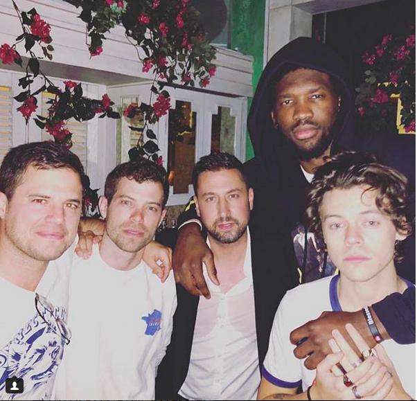 A foto com a presença de Harry Styles que recebeu o elogio de Ansel Elgort (Foto: Instagram)