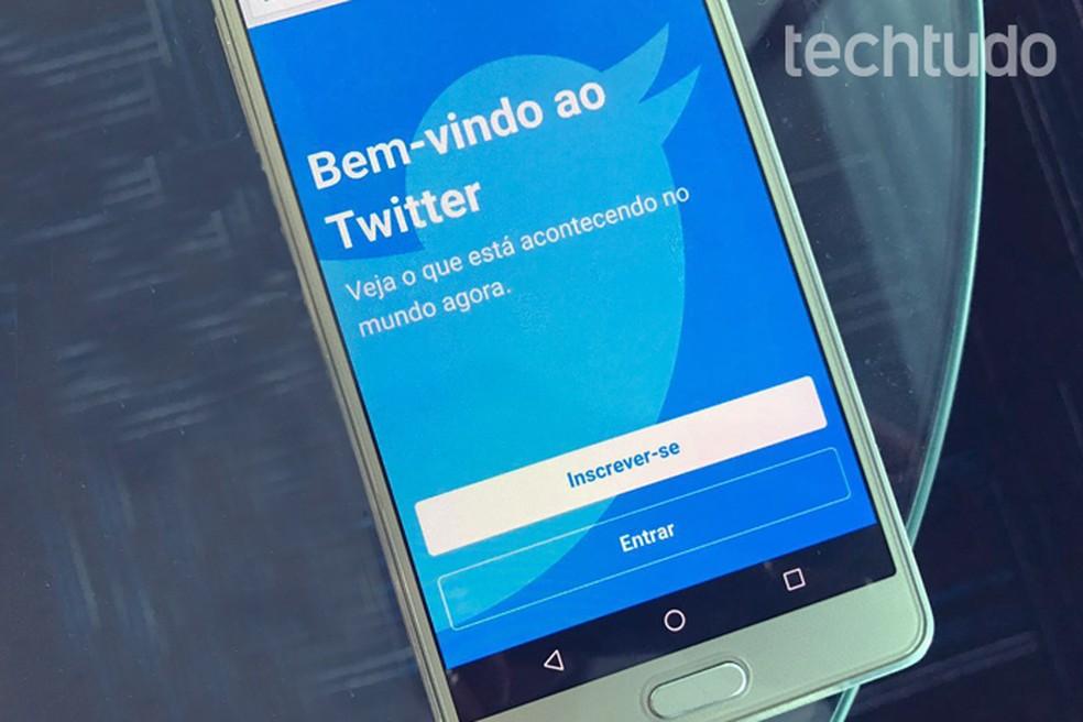 Perfis falsos no Twitter são bots que ajudam a espalhar informações falsas (Foto: Reprodução/Carolina Ochsendorf)
