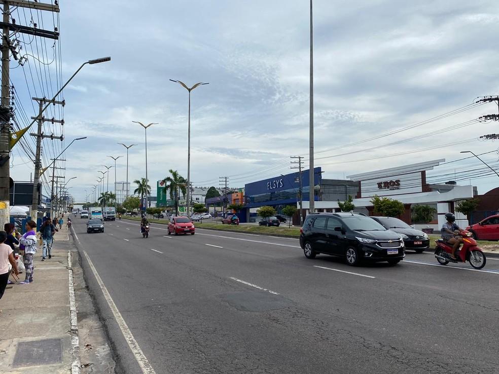 Av Torquatto Tapajós, em Flores, tinha trânsito leve nesta terça-feira (17) — Foto: Carolina Diniz/G1AM