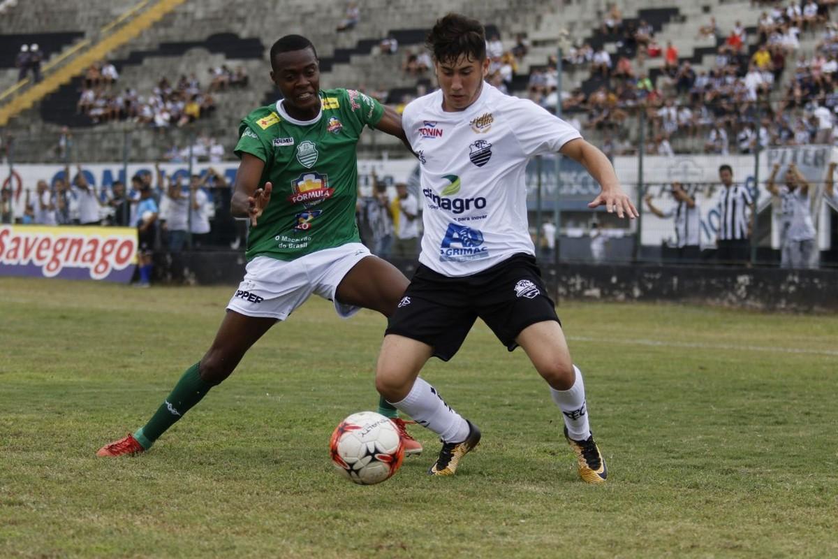 496f7e347917c Comercial vence clássico contra Francana e assume liderança da Segunda  Divisão   paulista segunda divisão   Globoesporte