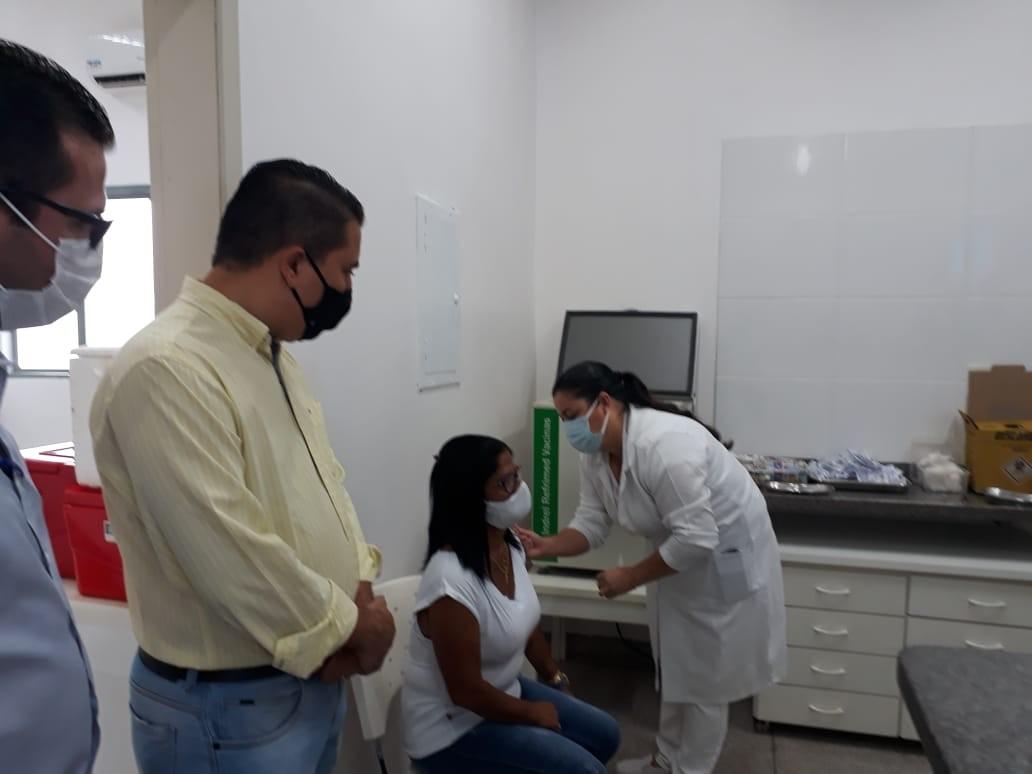 Dracena faz primeira aplicação de dose da vacina contra o novo coronavírus