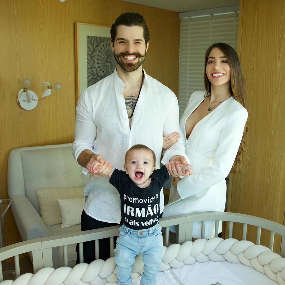 Alok revela que a mulher, Romana Novais, está grávida: 'Esse é o resultado da nossa quarentena' — Foto: Reprodução/Instagram