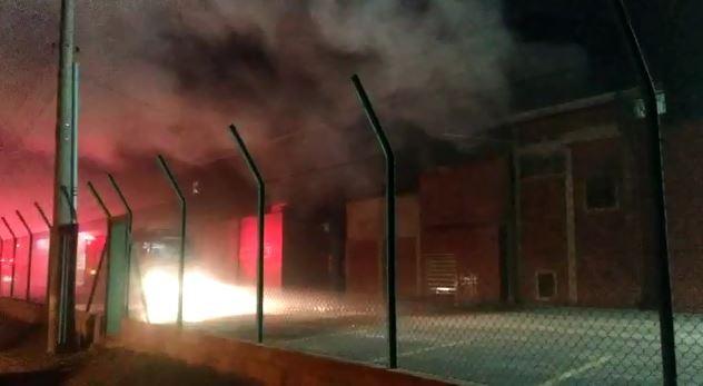 Incêndio em empresa de fabricação de blocos cerâmicos mobiliza bombeiros em Itu