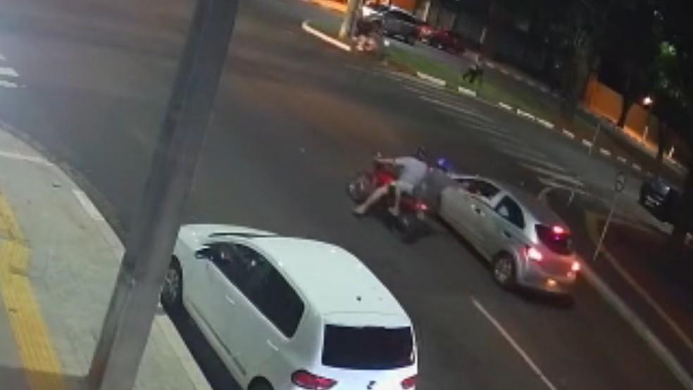 Garupa de moto atirou contra o empresário, em Foz do Iguaçu — Foto: Polícia Civil/Imagem cedida