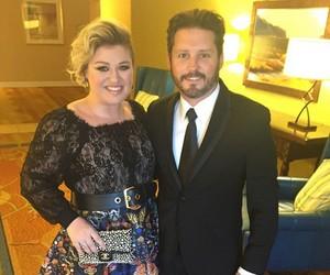 Kelly Clarkson revela ter escrito 60 músicas sobre seu divórcio