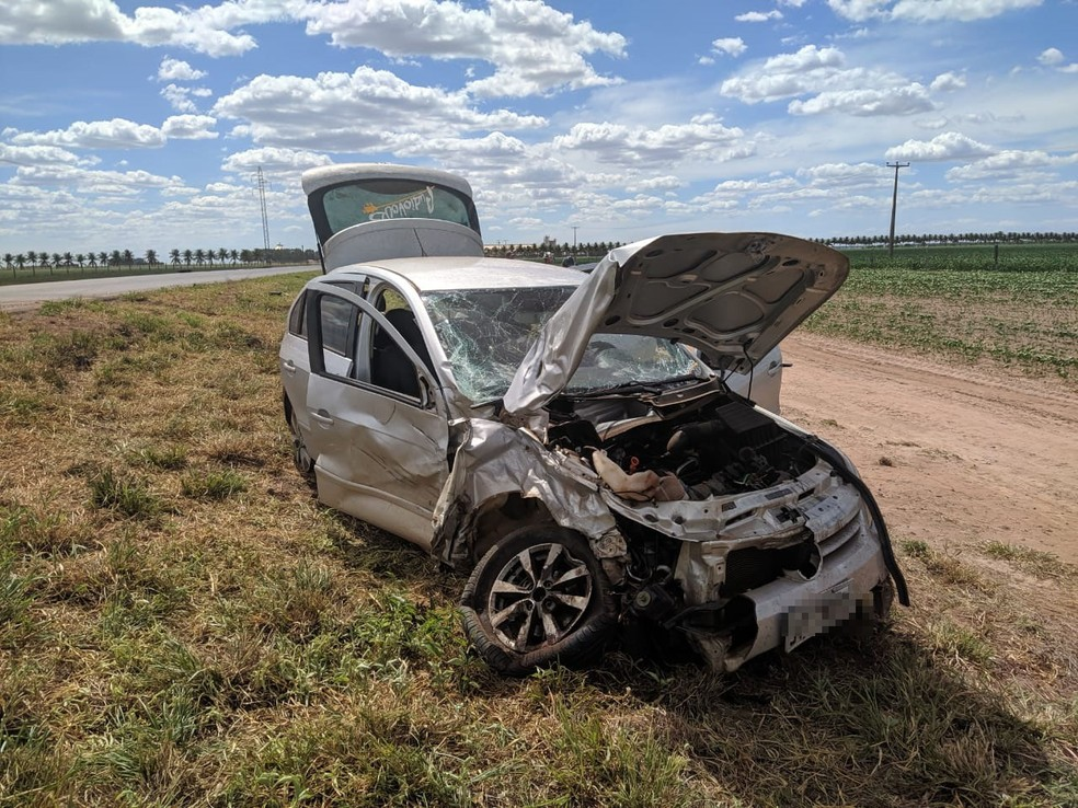 Acidente ocorreu no Km-900, altura da BR-242, por volta das 13h. informações são da Polícia Rodoviária Federal (PRF).  — Foto: Blog do Braga