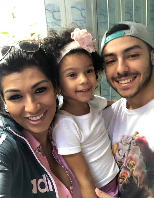 Ellen Cardoso e o filho, Victor e Maria Victória (Foto: Reprodução/Instagram)