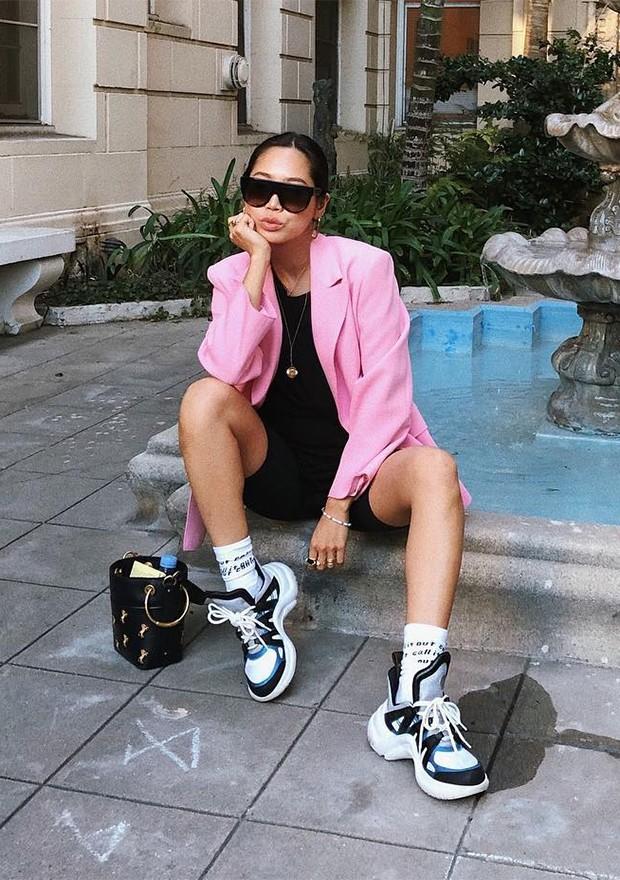 Os tênis estilosos seguem como os queridinhos da moda (Foto: Instagram / Aimee Song)