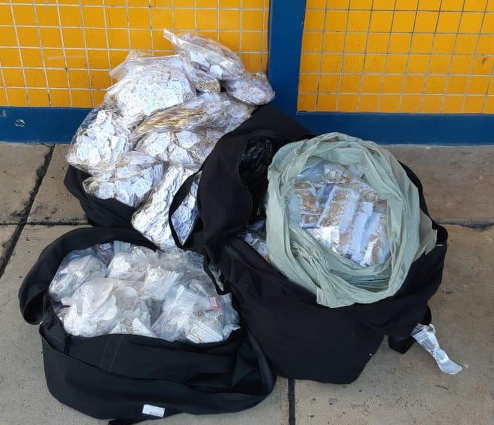 Mais de 12 mil peças de semijoias sem nota fiscal são apreendidas, na Paraíba — Foto: PRF-PB/Divulgação