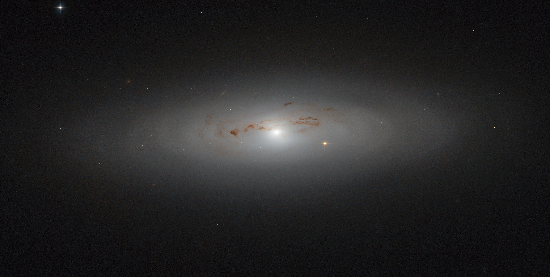 Encante-se com a galáxia NGC 4036 em imagem captada pelo Hubble (Foto: ESA/Hubble & NASA)