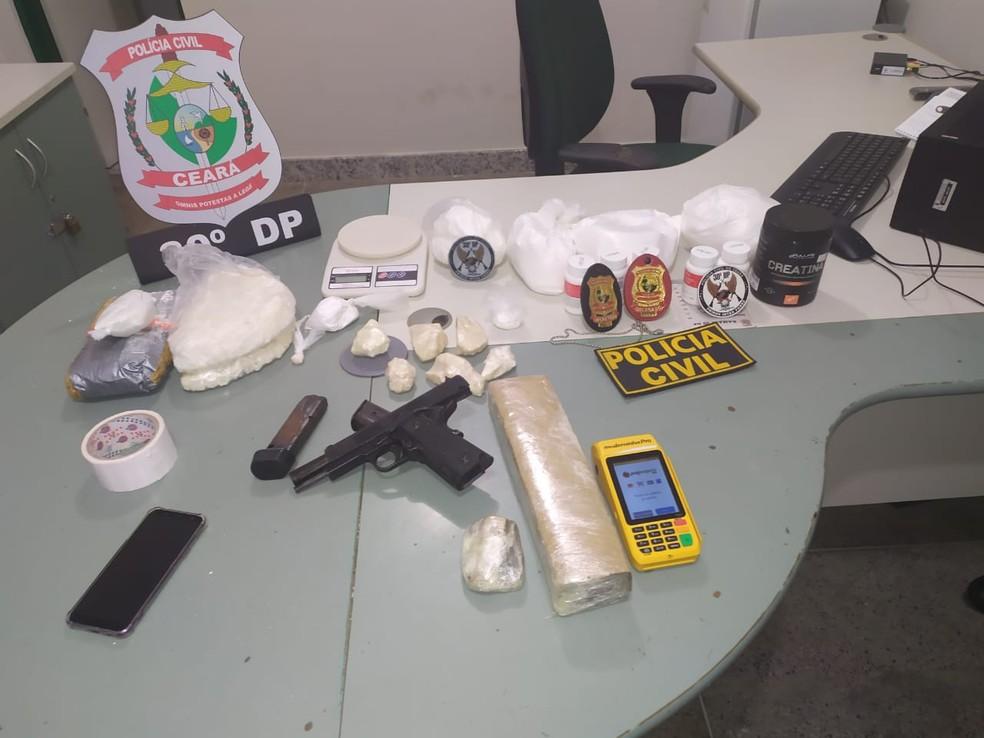 Chefe de facção é preso com 2,5 kg de drogas e uma pistola, em Fortaleza. — Foto: Divulgação/Polícia Civil
