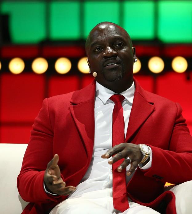 """Akon firma acordo com governo do Senegal para construção de """"Wakanda"""" real"""