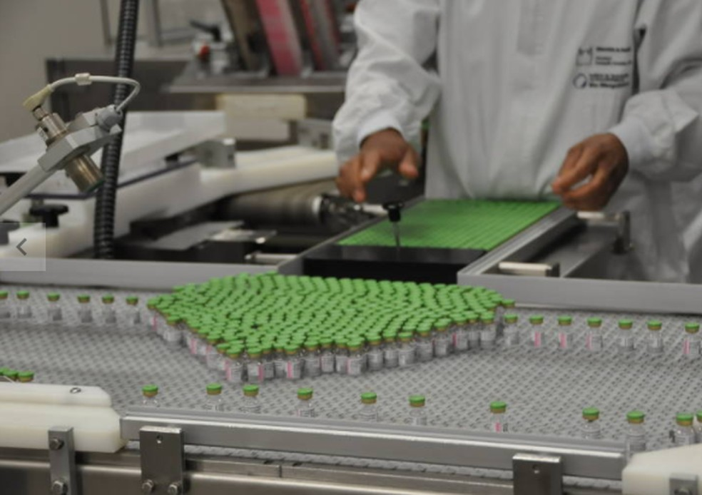 Fiocruz já produz 900 mil doses de vacinas por dia em Bio-Manguinhos    Brasil   Valor Econômico