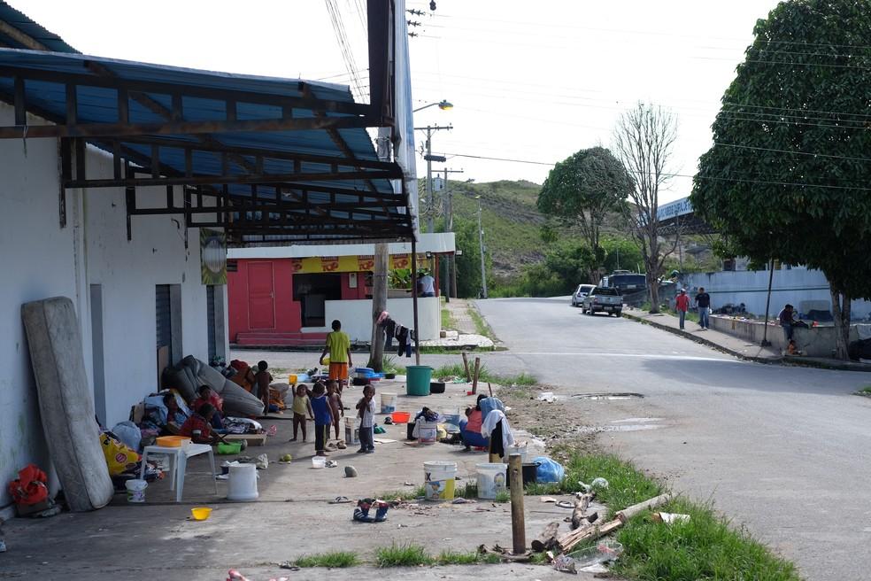 Adultos, idosos e crianças vivem nas ruas de Pacaraima, cidade na fronteira com a Venezuela (Foto: Inaê Brandão/G1 RR/Arquivo)