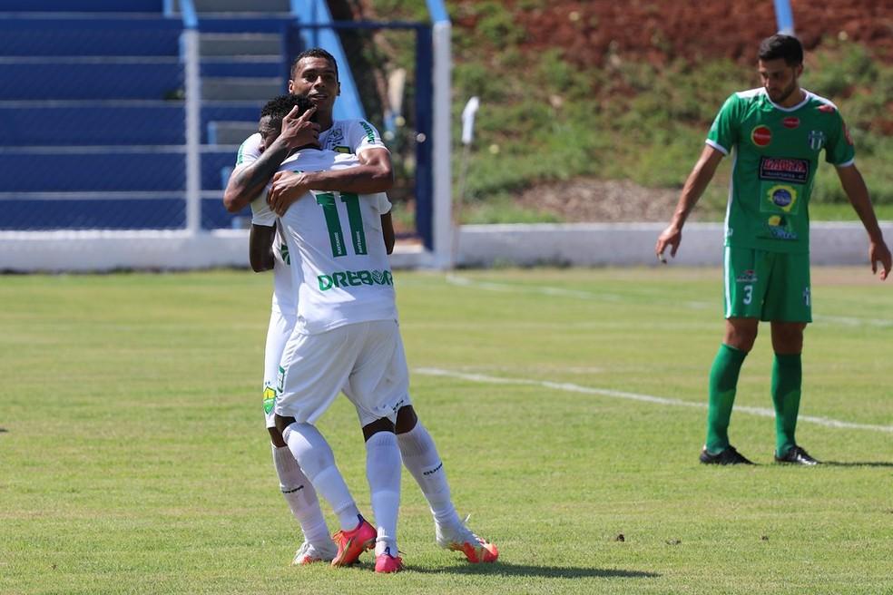Elton marca o gol da vitória do Cuiabá sobre o Grêmio Sorriso — Foto: AssCom Dourado