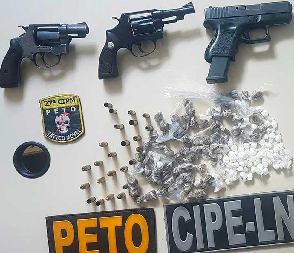 Armas e drogas encontradas com o suspeitos e os comparsas dele no recôncavo baiano (Foto: Divulgação/SSP-BA)