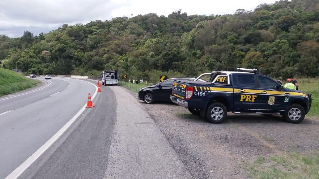 Motociclista sai da pista, bate moto contra rochas e morre, na BR-116 - Notícias - Plantão Diário