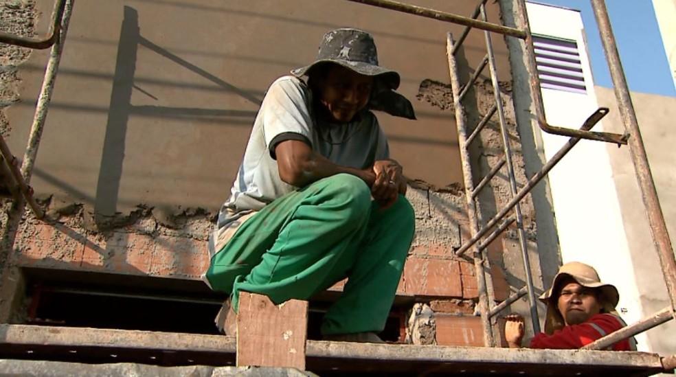 O ajudante de pedreiro Eliélson Costa, de Ribeirão Preto (SP) — Foto: Aurélio Aureliano/EPTV