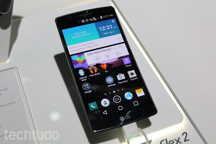 G Flex 2 tem uma tela curvada que deixa o aparelho