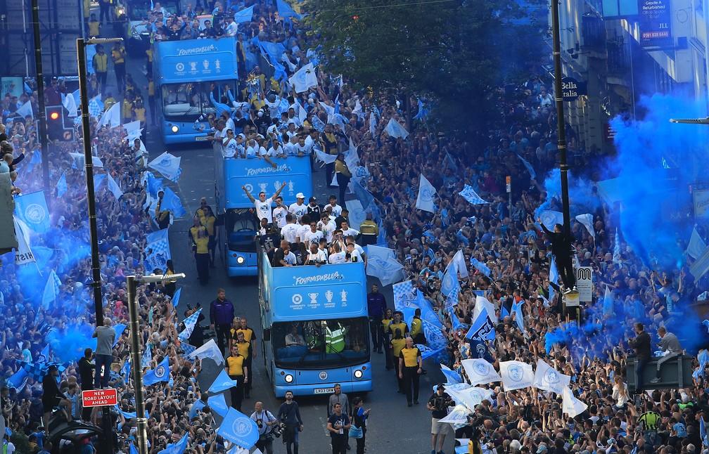 Ruas da cidade foram tomadas por torcedores do City — Foto: Getty Images