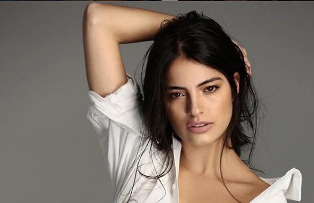 Edilene (Cynthia Senek) trabalhará na casa de Otávio (José de Abreu) e se envolverá com o patrão (Foto: TV Globo)