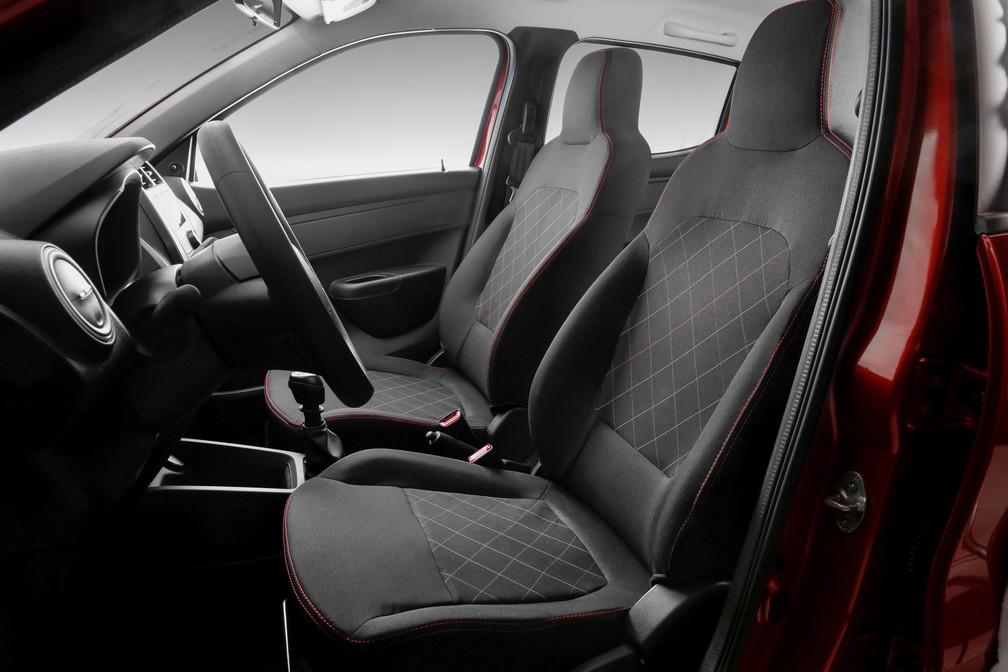 Posição de dirigir é levemente elevada, mas falta ergonomia (Foto: Divulgação)