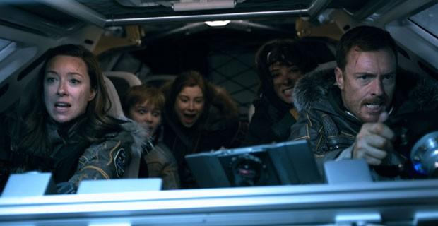 Molly Parker e Toby Stephens em Perdidos no Espaço (Foto: Divulgação/Netflix)