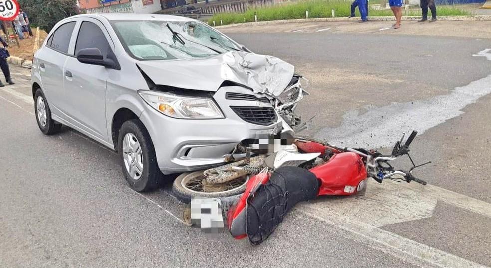 Acidente entre carro e moto ocorreu na BR-423, em Garanhuns — Foto: PRF/Divulgação