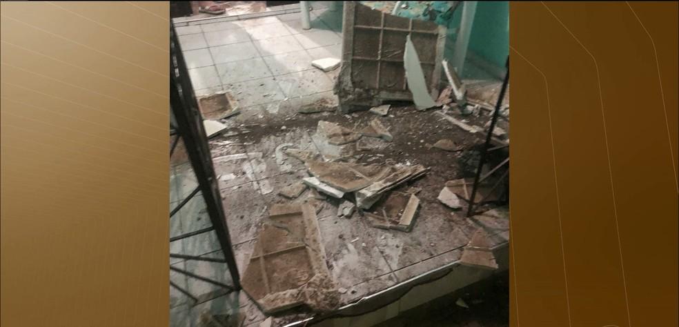 Agência foi explodida na madrugada desta quinta-feira (21) (Foto: Reprodução/TV Paraíba)