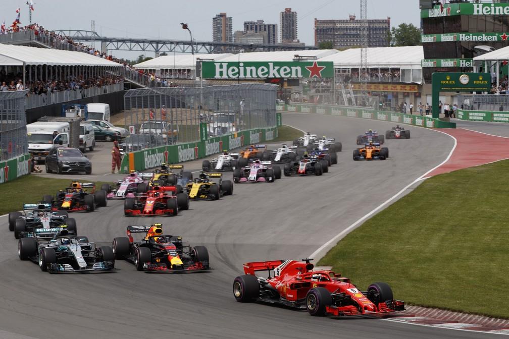Largada do GP do Canadá com Vettel liderando pelotão (Foto: EFE)