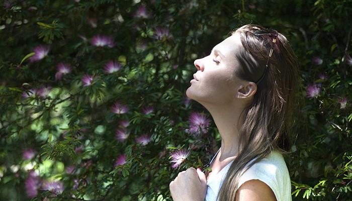 Respirar fundo antes de uma tarefa vai te ajudar a fazê-la (Foto: Pexels)