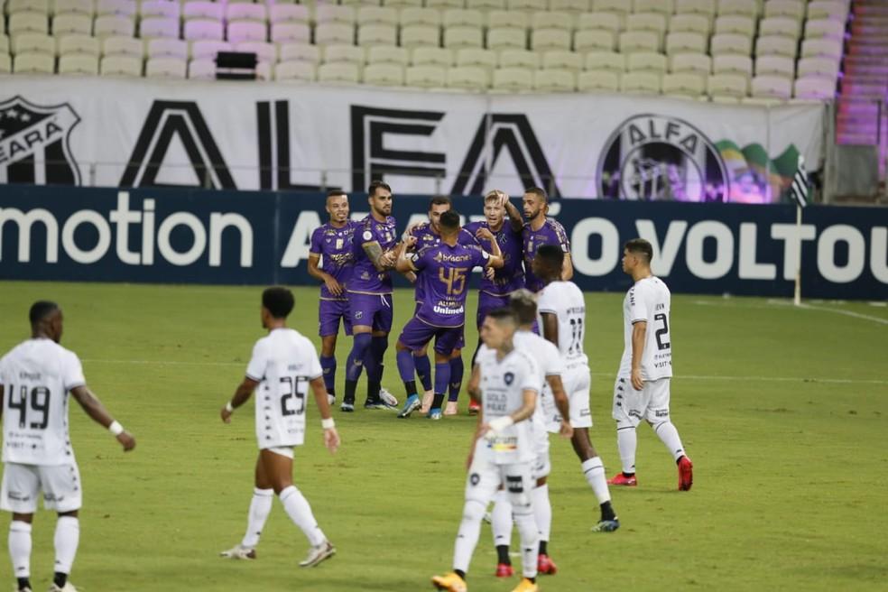 Botafogo teve esse sentimento de gol sofrido por 62 vezes no Campeonato Brasileiro — Foto: Kid Júnior/SVM