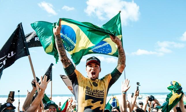 Festa brasileira no Havaí com a vitória de Medina
