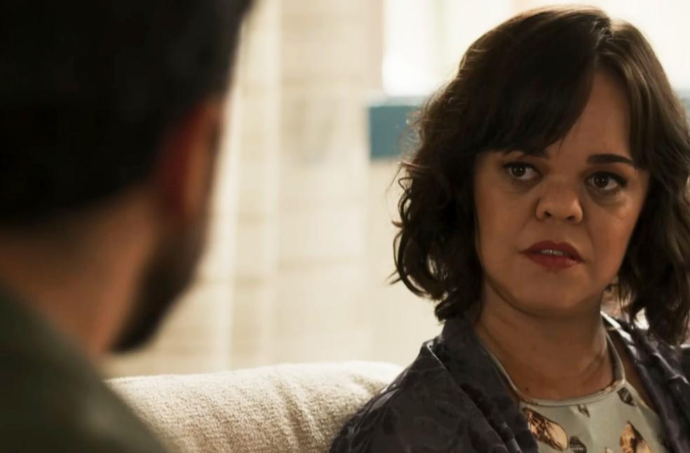 Ao saber de sua condição, Estela busca Amaro para morar em sua casa (Foto: TV Globo)