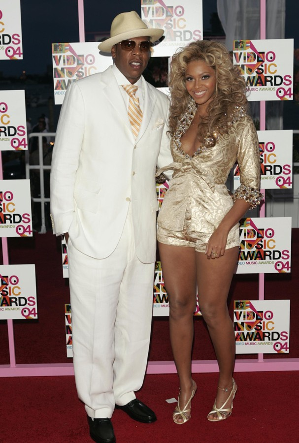 MIAMI - AUGUST 29:  Rapper/producer and nominee Jay-Z and singer Beyonce Knowles arrive at the 2004 MTV Video Music Awards at the American Airlines Arena August 29, 2004 in Miami, Florida.  (Photo by Peter Kramer/Getty Images) (Foto: Getty Images)