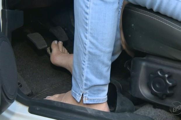 Dirigir descalço não é infração (Foto: Reprodução/EPTV)