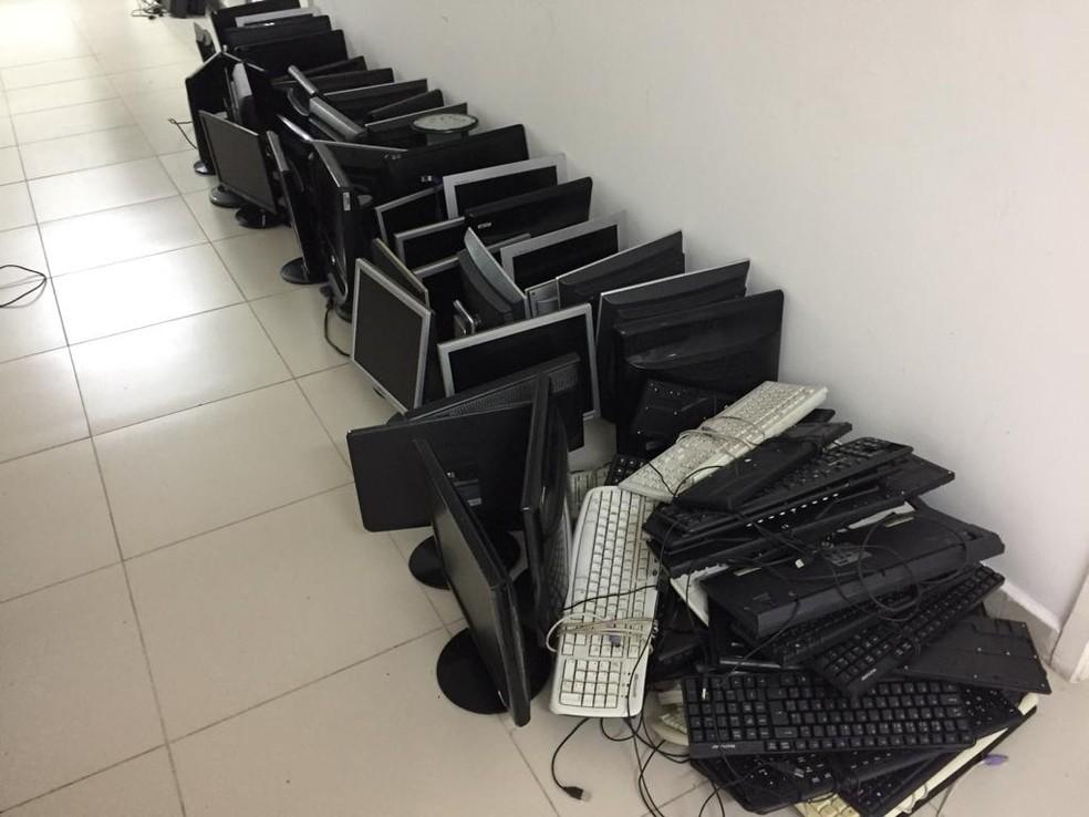 Computadores apreendidos em Caruaru — Foto: Polícia Civil/Divulgação