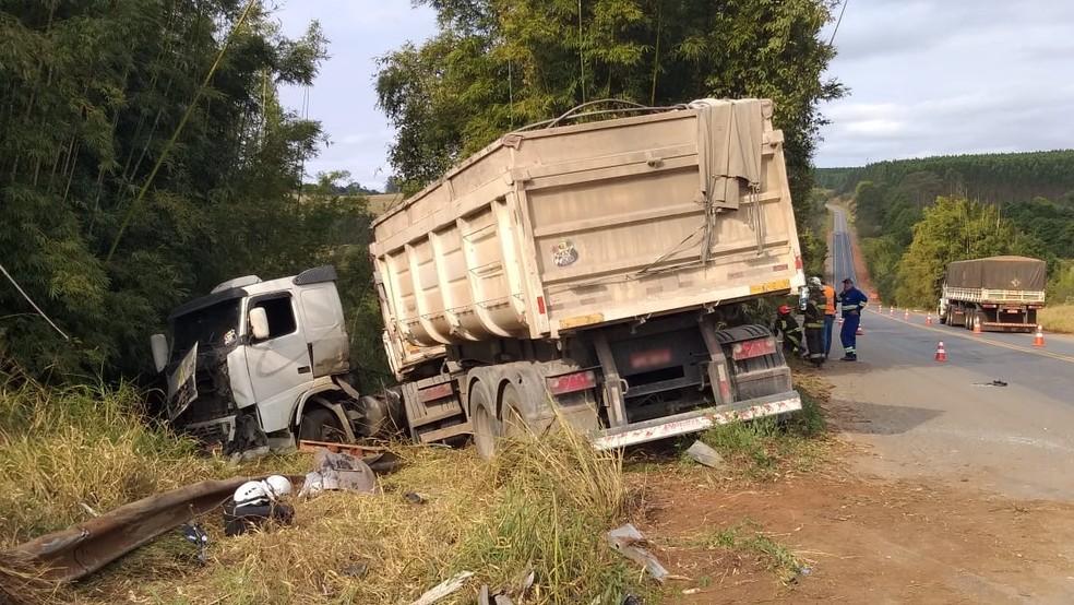 Acidente entre caminhonete e caminhão foi em Angatuba (SP) â?? Foto: Jamie Rafael/TV TEM