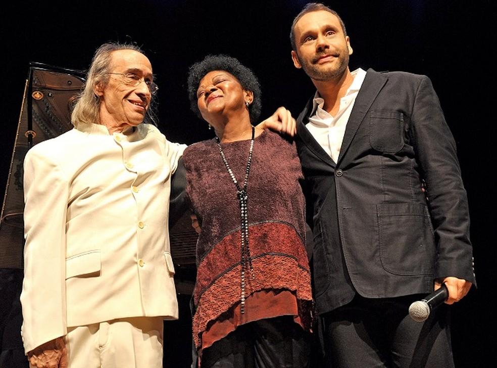 João Carlos de Assis Brasil, Alaíde Costa e Carlos Navas — Foto: Tadeu Loppara/Divulgação
