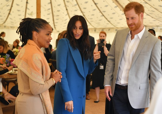 LONDON, ENGLAND - SEPTEMBER 20: Meghan, Duchess of Sussex (C) arrives with her mother Doria Ragland (L) and Prince Harry, Duke of Sussex to host an event to mark the launch of a cookbook with recipes from a group of women affected by the Grenfell Tower fi (Foto: Getty Images)